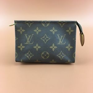 Preowned Louis Vuitton 14 Monogram Flat Pochette